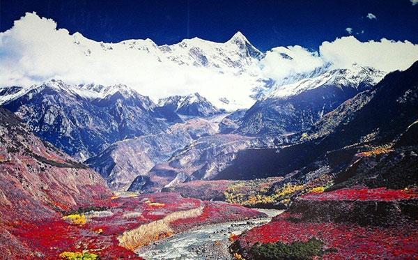 亚丁+雅鲁藏布大峡谷+羊湖川藏线自驾12日游